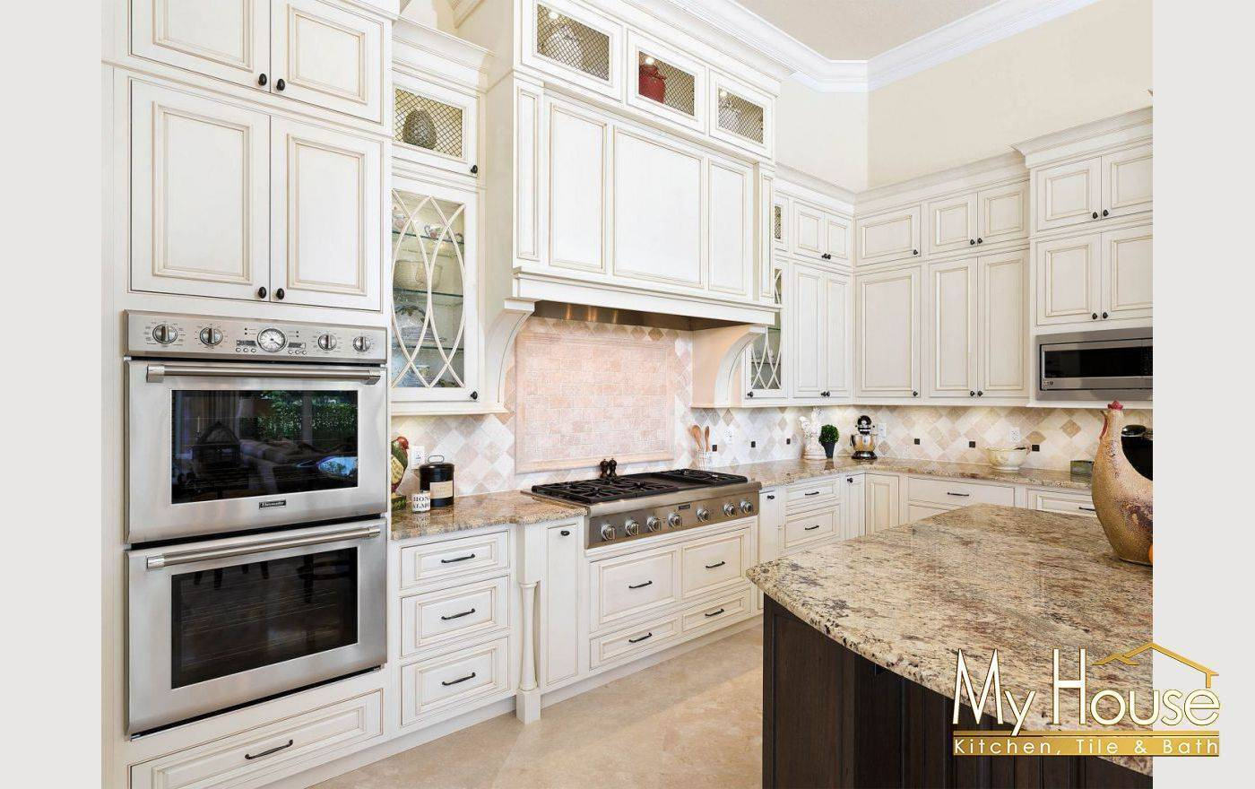 Shiloh Soft White with Cafe Highlight on Maple Cabinets